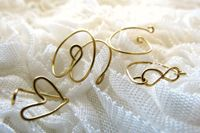 Crea e regala degli anelli realizzati ocn un semplice filo metallico. #regalo #anello #diy #tutorial