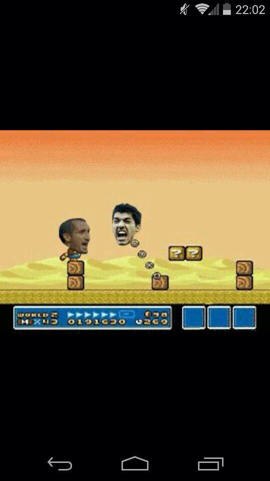Super Suarez vs chiellini