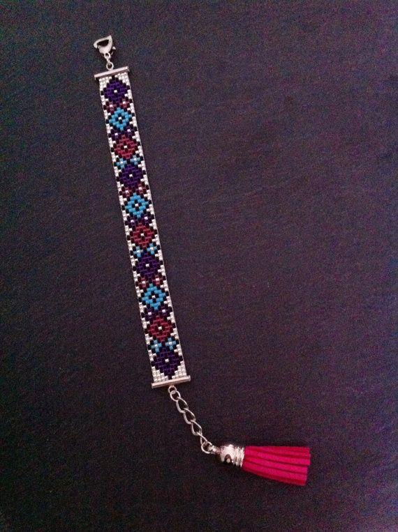 Geometric Cuff Bracelet  par TDFTheDreamFactory sur Etsy, €20.00 Seed beads loom bracelet.