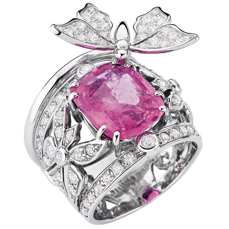 Édéenne - Papillon ring in white gold with diamonds and pink sapphire. Photo courtesy press office.