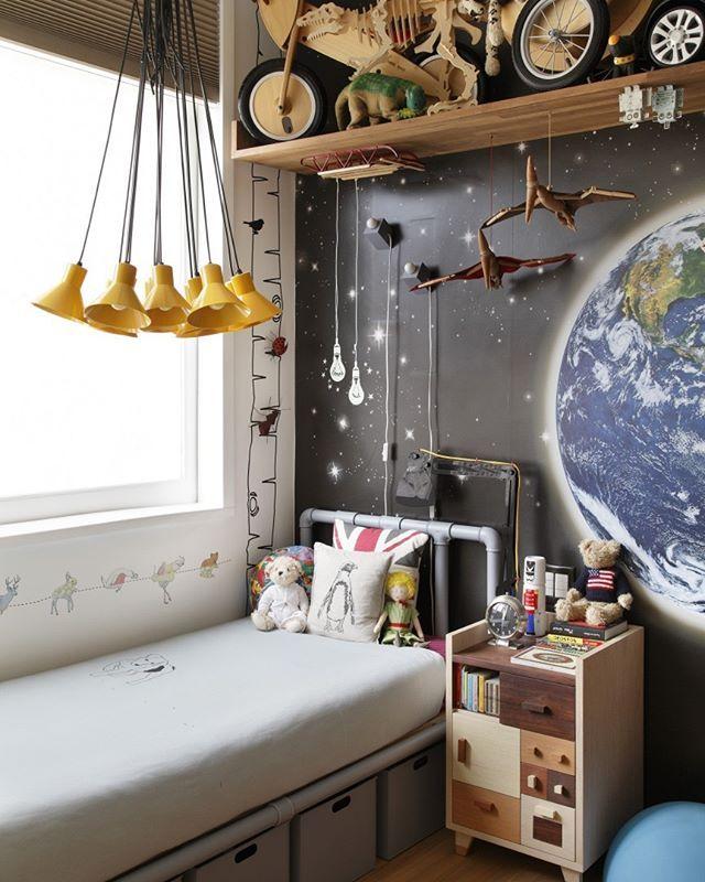 WEBSTA @ casavoguebrasil - Muitas cores e estampas deixaram este quarto infantil aconchegante e descolado! Projeto do escritório André Piva Arquitetura (@andrepivaarquitetura). #casavogue #decoração #quartoinfantil