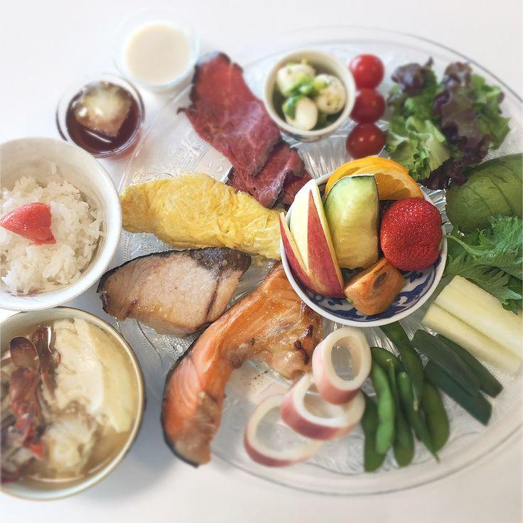 """Dr. Yumi Nishiyama's """"The Original Diet Plate"""" for beauty & health from japanese doctor‼️  Clockwise eating healthy foods from 12 o'clock on a large plate❣️  2017年2月8日の「ドクターにしやま由美式時計回り食べダイエットプレート」:女性医師が栄養バランスを考えた、美味しいプレートのご紹介。  大きめのプレートに、血糖値を急激に上げないように考えた食材を並べ、12時の位置から順番に食べるとても分かり易い方法です。  血糖値を上げないこの食べ方は、身体に優しく栄養補給ができるので健康を維持できます。オリジナルの⭐️西山酵素⭐️も最後に飲みます。  にしやま由美東京銀座クリニック 東京都中央区銀座2-8-17 ハビウル銀座Ⅱ 9階 Tel.03-6228-7950"""