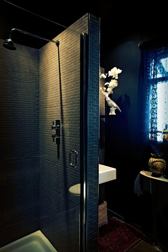 Best 25 gothic bathroom ideas on pinterest skull decor for Dramatic bathroom designs