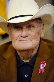 Former Houston Oilers and New Orleans Saints coach Bum Phillips dies at 90. (via @The New York Times)
