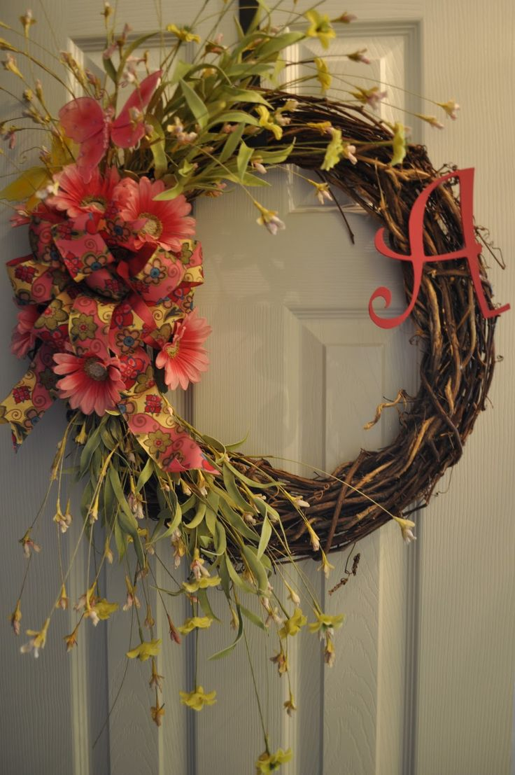pictures of things to make with grape vines | Here is a sample of a grapevine wreath. This one was personalized with ...