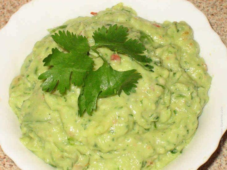 Гуакамоле — соус, а скорее закуска из авокадо. Национальное мексиканское блюдо. Хотя уже не только мексиканское.