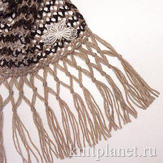 Весеннее настроение. Легкий ажурный шарф спицами. Мастер-класс по вязанию ажурного шарфа спицами. Шарф связан простым узором - платочное кружево. Узор отлично смотрится как в однотонном, так и в многоцветном варианте. Отделка - бахрома с узелками. Этот вид отделки применяется не часто, а вместе с тем, отлично подходит для украшения ажурных вещей.