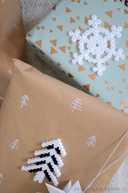 Fun packaging idea // Pakettikoristeet hamahelmistä  http://projektila.blogspot.fi/2014/12/luukku-18-24.html