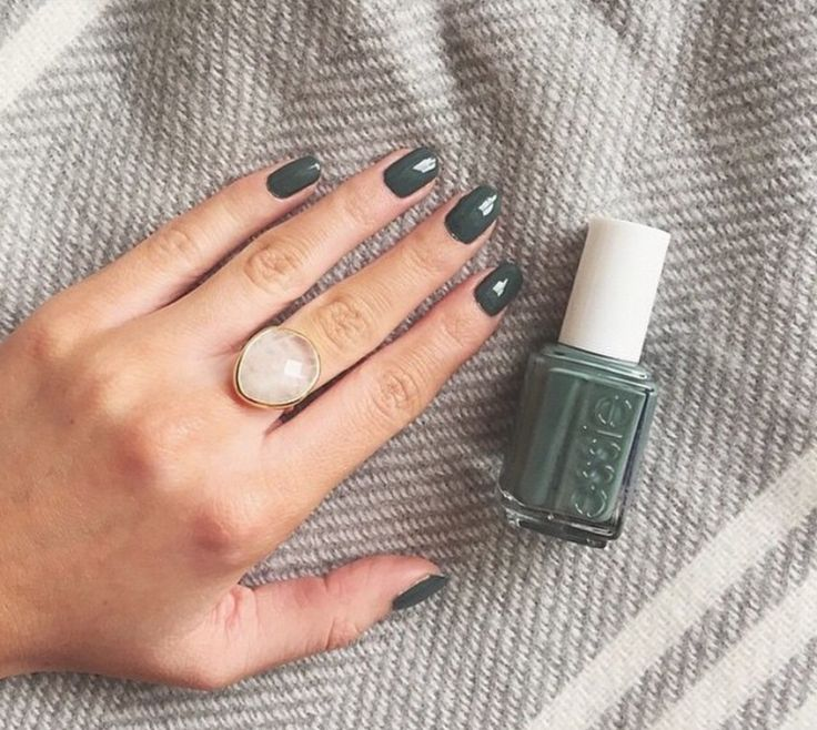 Essie: Power Clutch