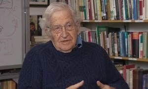 Νόαμ Τσόμσκι, συγγραφέας πολλών έργων κριτικής, μελετών και έρευνας