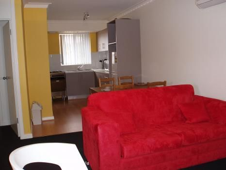 1/144 Central Avenue, Inglewood. This is one of our Perth three star, budget options. This apartment is located just off bustling Beaufort St, the cafe and coffee center of Perth. Only minutes from the city by bus or car, this apartment will be a great central location for your stay in Perth.