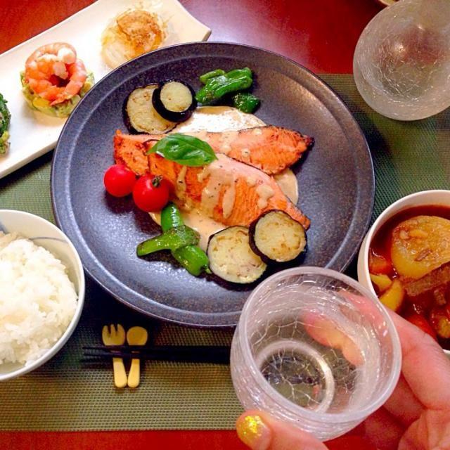 To:yukkomamaさん ゆっこさん✨ リスナップもありがとうございます❗️ - 96件のもぐもぐ - Today's Dinner前菜・ビーフシチュー和風スープ仕立て・塩麹鮭焼き・ナスとピーマンw/バジル白味噌クリームソース by honeybunnyb