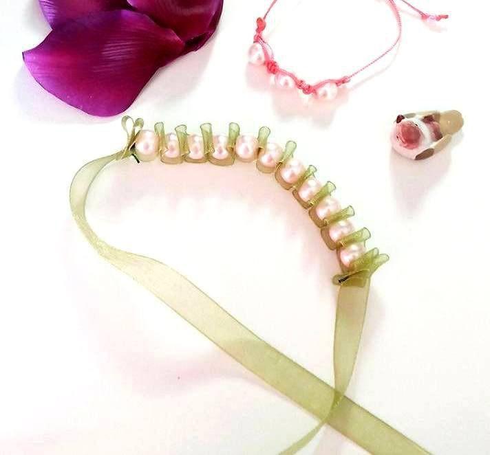 #braccialetto con #perle di vetro #rosa chiaro e nastro verde / #bracelet : #Braccialetti di #elenalucc