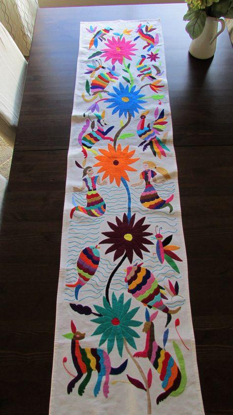 Camino de mesa Otomi hecho a mano bordado a por ArteDeMiTierraMX