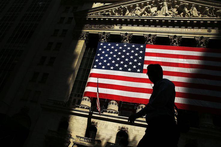 U.S. Stocks Decline as Apple Shares, Commodities Producers Slump