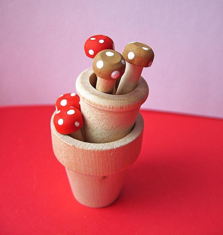 small world land: Tiny Toadstool Pegs