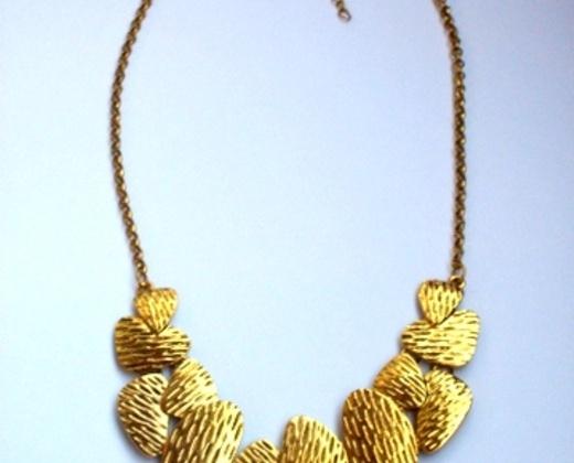 MAXI COLAR ouro velho R$45,75 Este maxi colar super chique nunca usado, só está aguardando um lindo pescoço para arrasar!