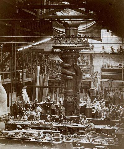 Construction of the torch of the Statue of Liberty in Paris Workshops.