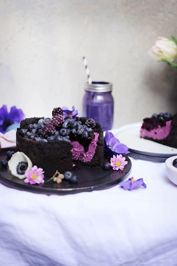 Miss Klein: No-Bake Oreo Cheesecake with Blueberry flavored • naturally colored eggs