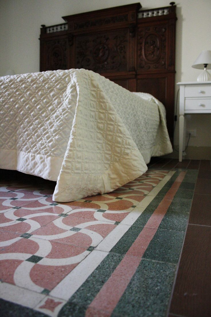 Maestrale #Room can host only two people, with the exquisite workmanship of the #sicilian extremity of 19th century and the view of #Trapani port from the balcony. A small room for a romantic stay in #Sicily,  any idea what presents to get for them for #Valentine Day? :) www.bebtrapanilveliero.it