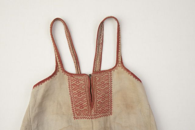 In the district of Kattila (Western Ingria), linen sarafans with embroidered fronts were also worn.