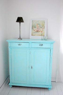 Love this. Painted something like this in my kids room and it really pops! :)