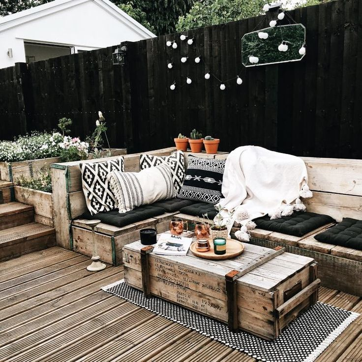Clerkenwell Home Styling (@clerkenwell_homestyling) в Instagram: «Beautiful #gardenfurniture made with #scaffoldingboards to create this #supercozy #space to enjoy…»