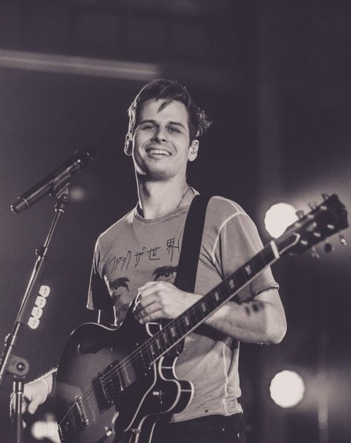 Mark Foster ... i like d way he moves when he sings =)