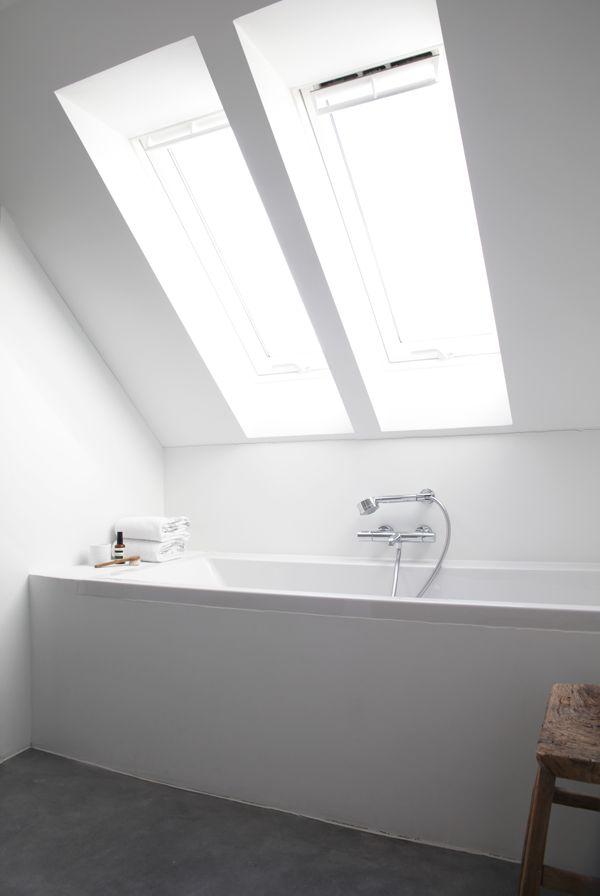 Prachtige oplossing voor jouw badkamer onder het schuine dak met VELUX dakramen!