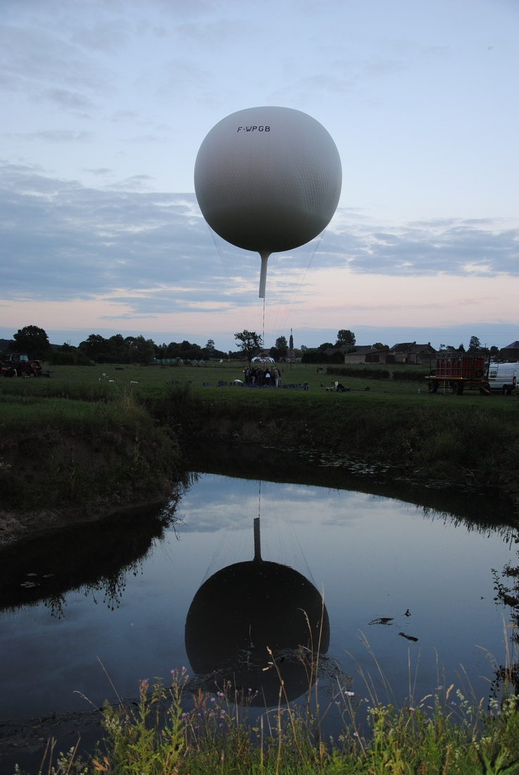 Gas balloon reflect
