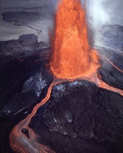 aerial view of the Pu'u 'O'o fountain during episode 23 of the Pu'u 'O'o–Kupaianaha Eruption on July 28, 1984. Theodolite measurements of these high fountains, which played throughout the day, ranged from 150 to 305 m. (Photo by J.D. Griggs, 7/28/84)