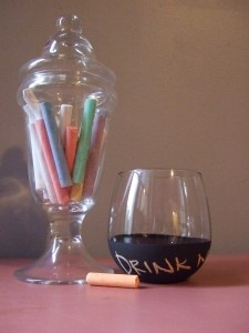so cool! tutorial on making wine glasses dipped in chalkboard paint.