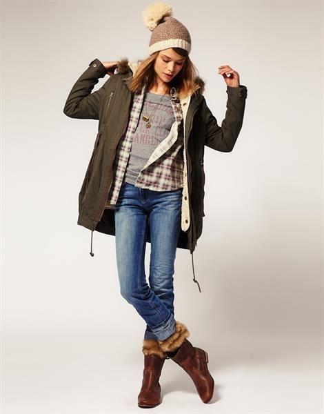 Женская осенняя куртка в спортивном стиле