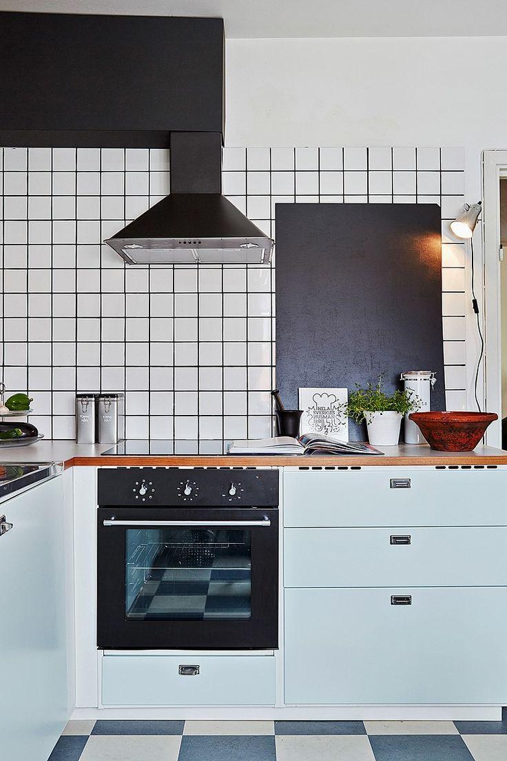 kök i tidsenlig stil med stilrena materialval och fina beslag. Bjurfors.se