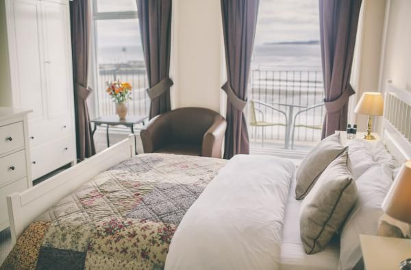A beautiful 17th Century guest house with stunning sea and harbour views and cosy en-suite guest rooms. Duke of York Guest House, Scarborough. www.iknow-yorkshire.co.uk