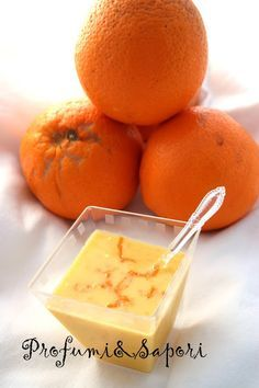 Sbrighiamoci, sono le ultime arance della stagione. Ancora pochi giorni/settimane e questi meravigliosi frutti dolci e succosi lasceranno definitivamente il posto sulle bancarelle del mercato alle albicocche, pesche, ciliegie e susine. Io ho usato delle ottime arance biologiche di Ribera, terr…