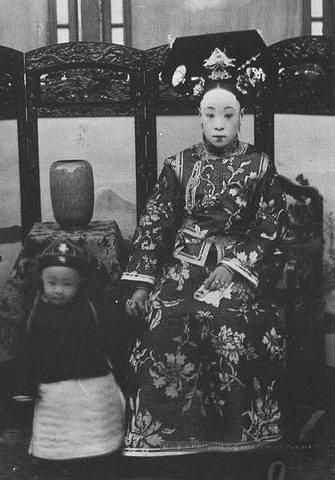 The last emperor Puyi and his mother