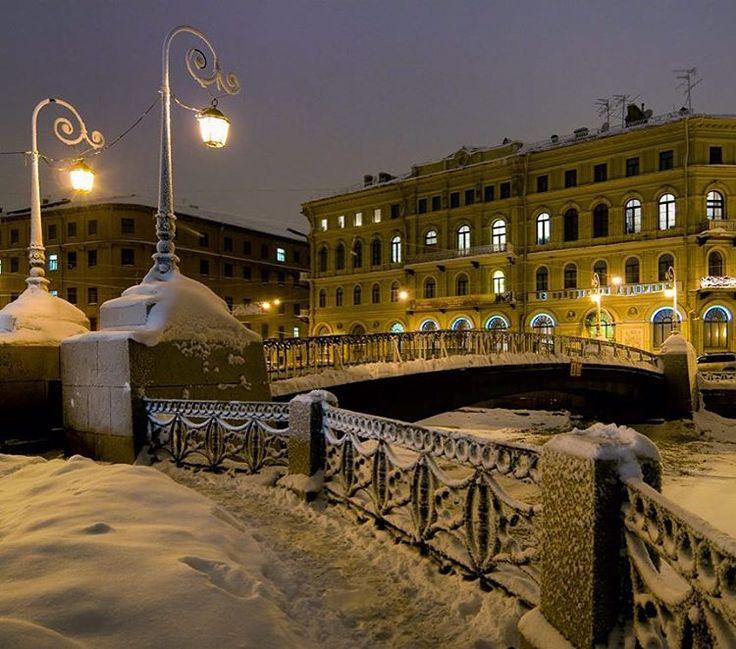 Гифка питер в снегу