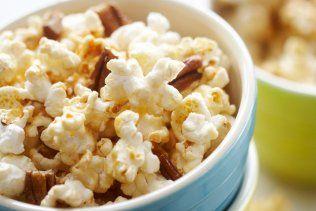 Maïs soufflé au caramel et noix - Alimentation - Recettes - Mamanpourlavie.com