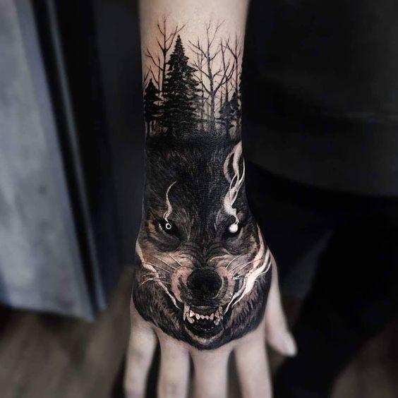 Novi Ta Aktualni Ideyi Tatuyuvan Vovka Dlya Cholovikiv I Zhinok Foto Variantiv Tatu Vovka Sho Oznachaye Tatuyuva In 2020 Wolf Tattoos Hand Tattoos For Guys Native Tattoos