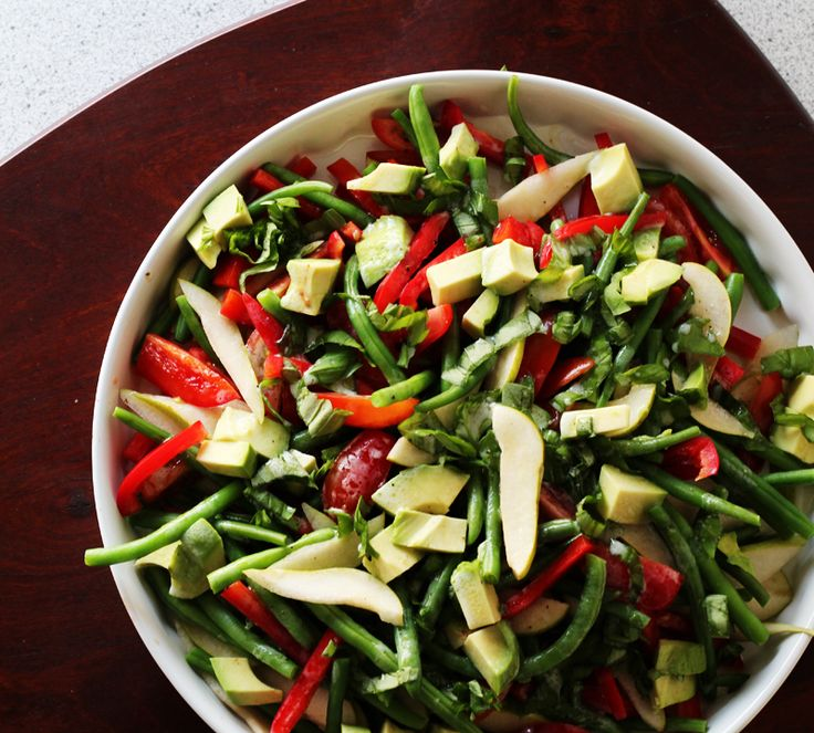Green bean salad with crispy pears