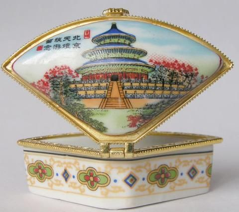 World Heritage Porcelain Jewelry box painted Tian Tan in Beijing NO RESERVE ITEM