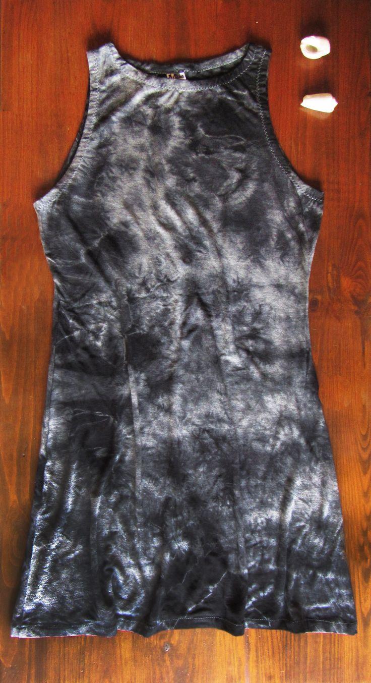 Vestido teñido con las tècnica de shibori