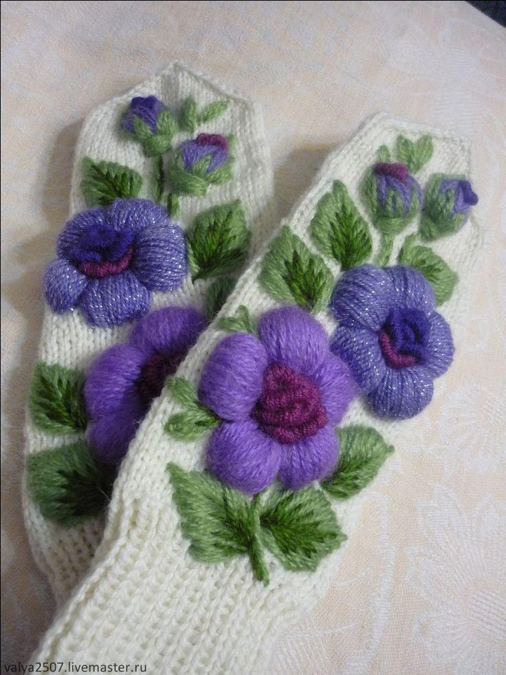 """Купить Варежки с вышивкой """"Сиреневый цветок"""" - цветочный, варежки ручной работы, варежки женские"""