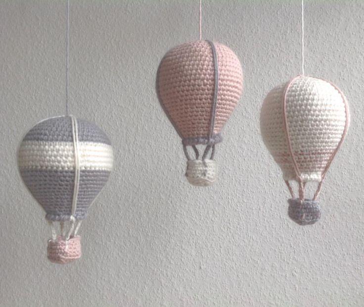 """279 synes godt om, 38 kommentarer – @mormorshaekleliv på Instagram: """"Nye luftballoner fløjet afsted til en lille pige🎈🎈🎈#hækle #hæklet #hækling #haeklet #crochet…"""""""