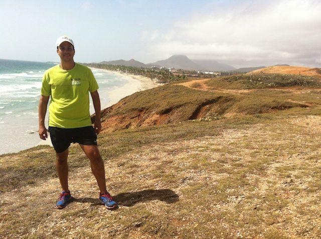 caminata con las playas el cardon, el tirano, parguito y el agua al fondo paraguachi