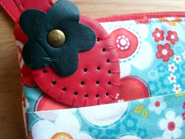 strawberry wristlet tutorial | patchwork posse |easy sewing projects and quilt tutorials
