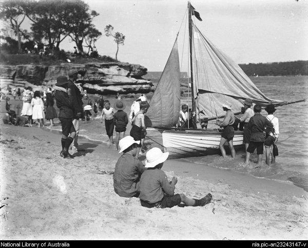 Balmoral Beach in Sydney, a regular spot for sailing boats ca.1915. Photo shared by Dictionary of Sydney. v@e.