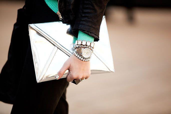 super fun combo: Silver Clutches, Silver Street, Accessories File, Fashion Street Style, Bags Passion, Haute Handbags, Fashion Styl, Accessories Things, Envelopes Clutches