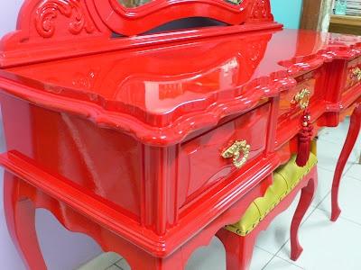 Ateliando - Customização de móveis antigos: Penteadeira Vermelha Glaucia - SP  Vermelho intenso e acabamento em alto brilho!